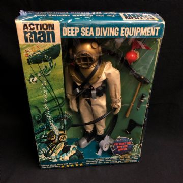 ACTION MAN - DEEP SEA DIVER - 1960's DIVING EQUIPMENT Uniform  Card Stars Intact.